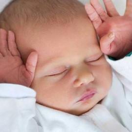Mon enfant à la tête plate, comment lutter contre les déformations du crâne ?
